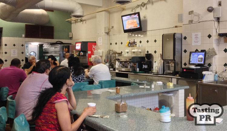 "<img src=""http://www.tastingpuertorico.com/wp-content/uploads/2014/09/Cafe_Manolin_4.jpg"" alt=""Cafe Manolin Old San Juan"" width=""750"" height=""446"" class=""aligncenter size-full wp-image-47"" />"