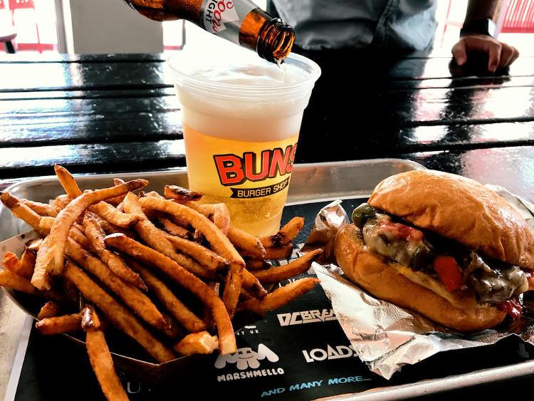 BUNS Burger Shop We The Future Burger
